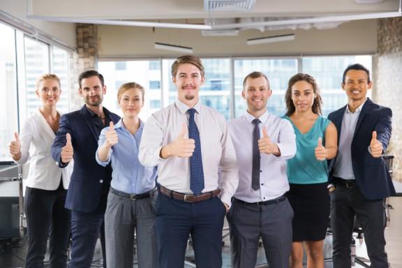 会計事務をしている社員のイメージ