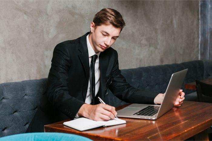 【中小企業診断士になるための勉強時間】1000時間必要って本当?の画像