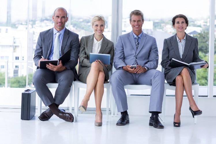 【季節に合わせて着こなそう】転職活動時の女性の服装の選び方とはの画像
