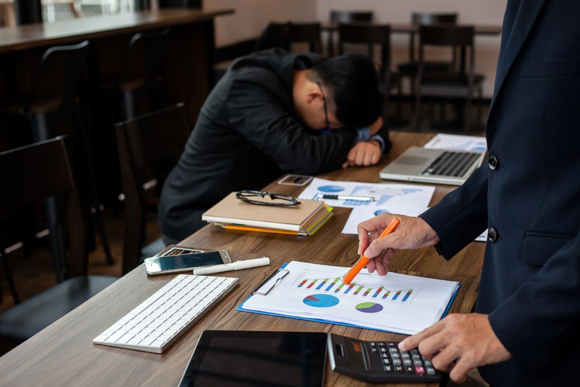 退職届はいつ提出?退職の手続きの流れ・必要書類を徹底解説します