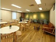 本社には広々としたミーティングルームや リフレッシュルームがあります。