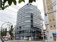 国立駅から大学通りをまっすぐ抜けた このビルの最上階です。谷保駅徒歩2分。