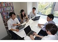 社内での情報共有度はきわめて高く、 さまざまな面で風通しのよい会社といえます。