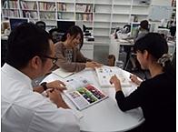 クリエイティブを具現化するスタッフ構成。 社内のMTGスペースはいつも活気いっぱい!